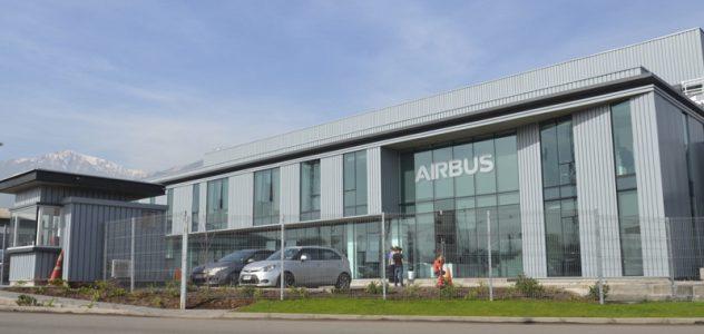 Edificio corporativo y hangares Airbus Chile
